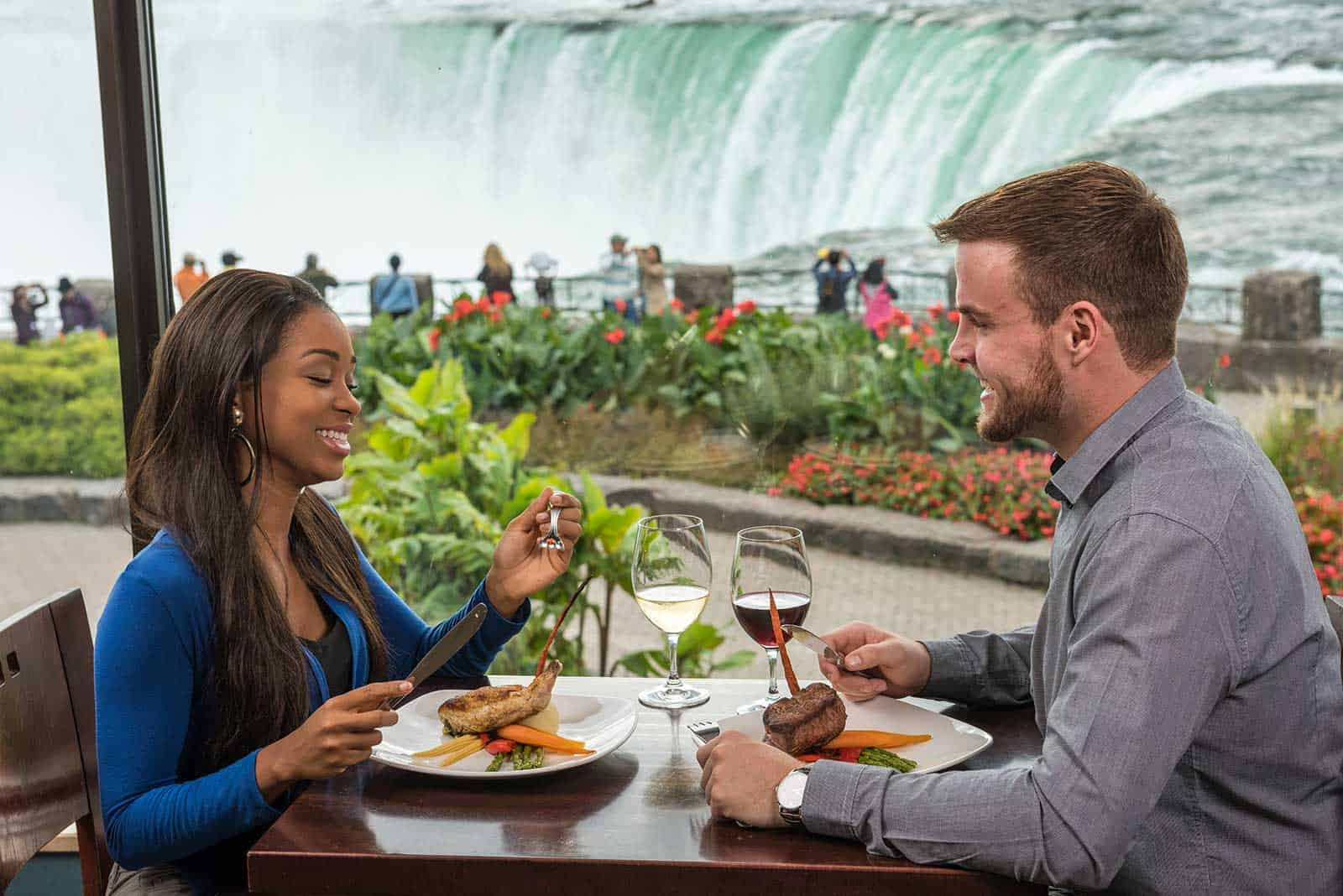 A romantic dinner with the Falls as your backdrop