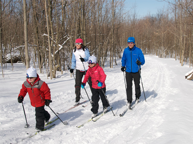 Family-Cross-Country-Skiing.jpg