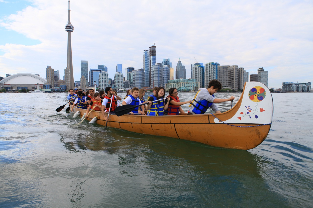 visit toronto islands by canoe